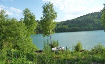 Голубое озеро близ Темиртау в Кемеровской области