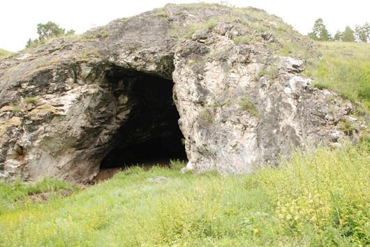 Грот Двуглазка в Хакасии