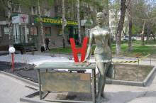Скульптура «Деловая женщина» в Новосибирске