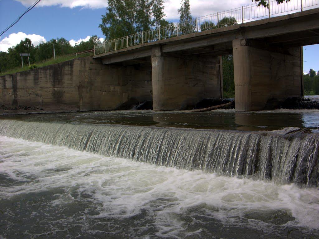 плотина на Суенге