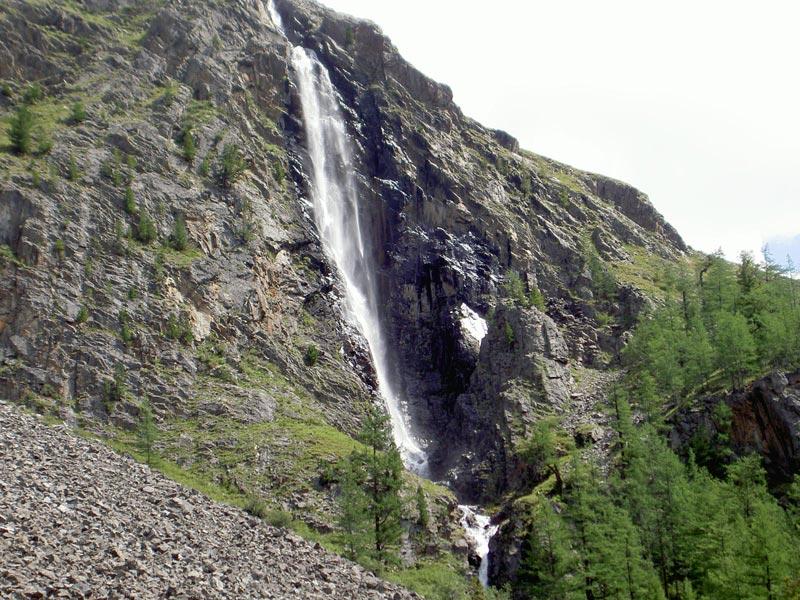 Водопад Текелю в Горном Алтае