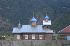 Православная церковь в селе Коо, в долине Чулышмана.