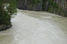 В Горном Алтае турист сорвался со скалы