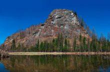 Камень Садат — живописное скальное образование в Кемеровской области.