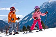 Сибирские горнолыжные трассы приглашают детей и дарят им скидки