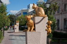 Сквер сибирских кошек в Тюмени