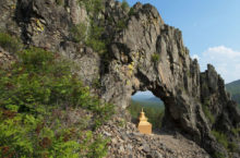 Природная арка Уудэн-Сумэ